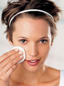 Как правильно удалить макияж? Средства для снятия макияжа